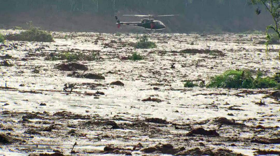 Helicóptero envolvido nos trabalhos de resgate