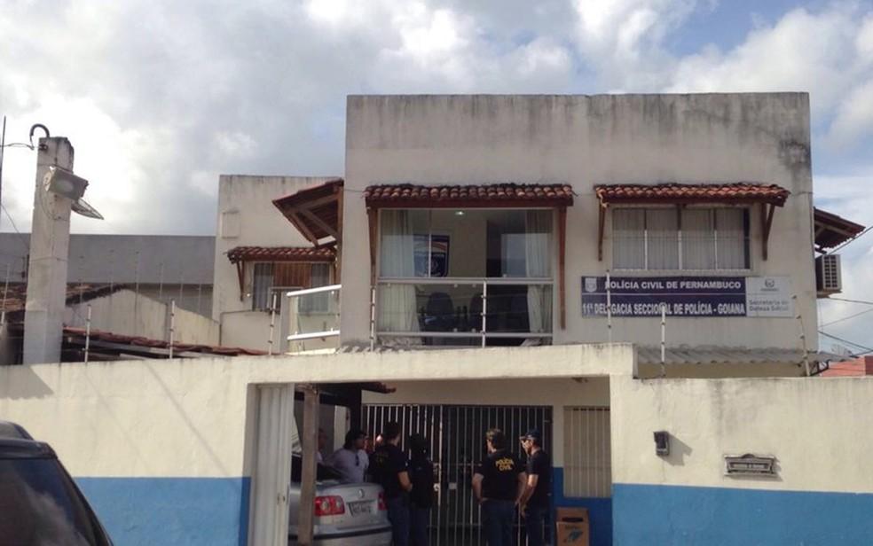 Homem foi levado para a Delegacia Seccional de Goiana, na Zona da Mata Norte de Pernambuco — Foto: Polícia Civil/Divulgação