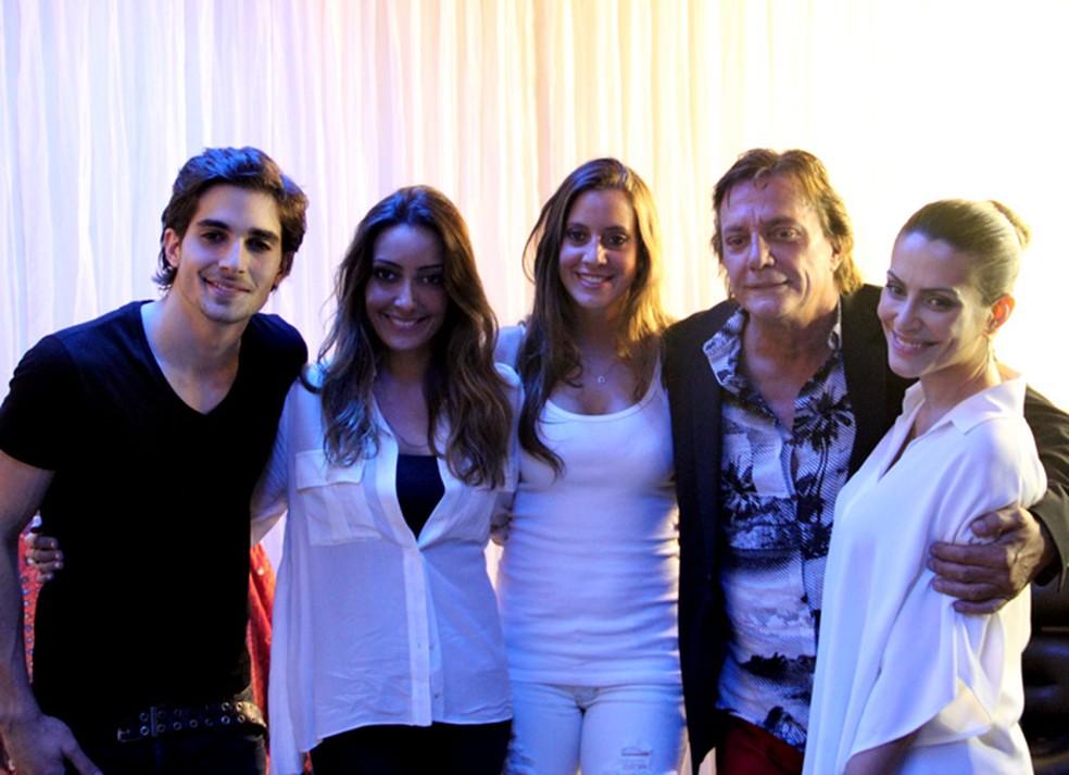 Fiuk com o pai, Fábio Jr., e as irmãs Tainá, Krizia e Cleo (da esq. pra dir.) — Foto: Marcos Mazini/Gshow