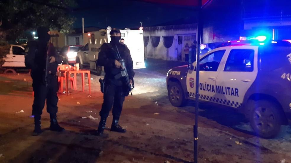 Homem foi morto em mesa de bar, na Zona Norte de Natal. — Foto: Sérgio Henrique Santos/Inter TV Cabugi
