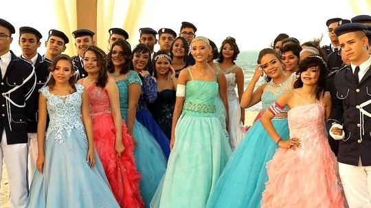 Garotas com câncer realizam sonho de ter a festa de 15 anos