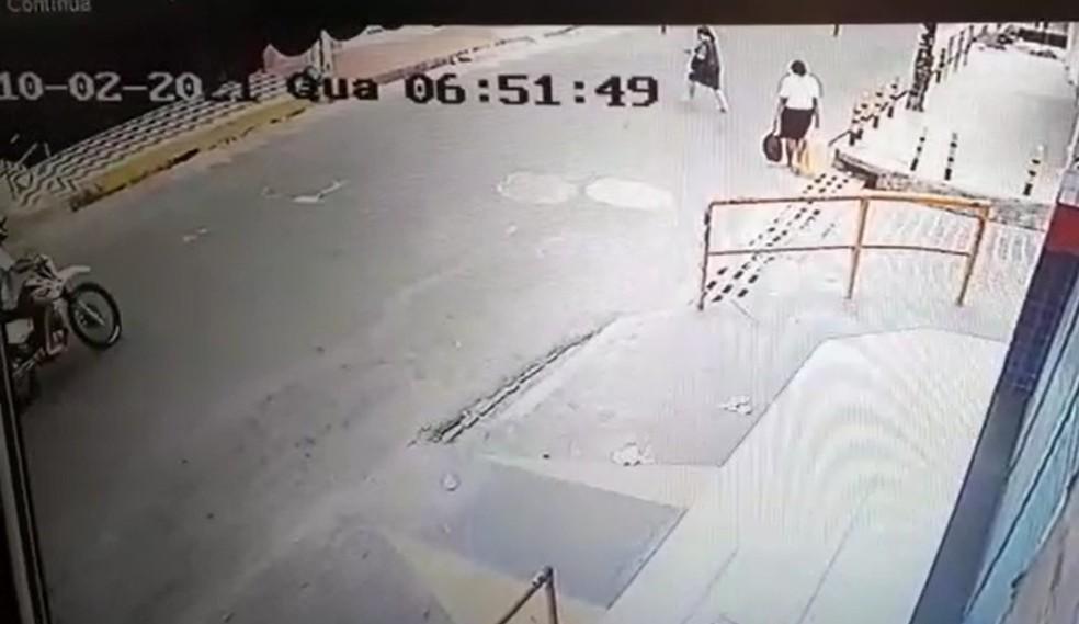 Mulher foi atropelada no início da manhã desta quarta-feira (10) na Zona Norte de Natal. — Foto: Reprodução