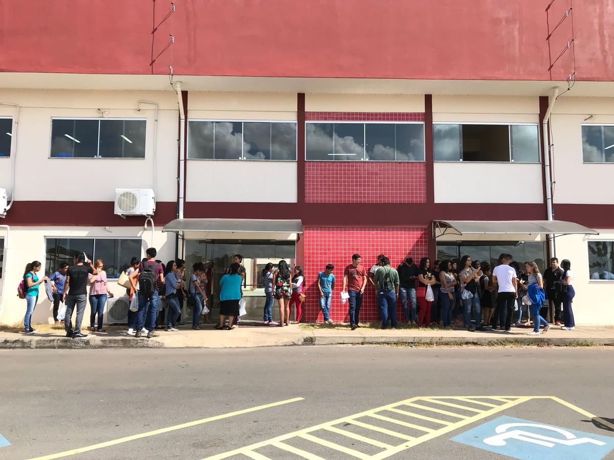 Locais de provas do Enem fecham portões às 11h em RR; mais de 20 mil pessoas devem fazer exame