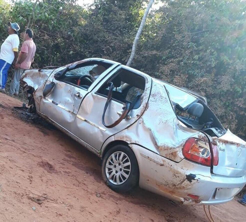 Cinco pessoas morreram após veículo em que estavam cair de uma ponte entre as cidades de Lagoa Grande e Vazante (Foto: Polícia Militar/Divulgação )