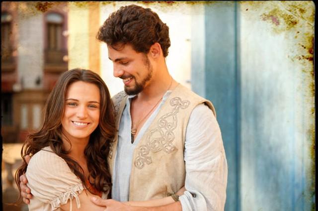 Açucena (Bianca Bin) e Jesuíno (Cauã Reymond) são os protagonistas de 'Cordel Encantado'  (Foto: TV Globo)
