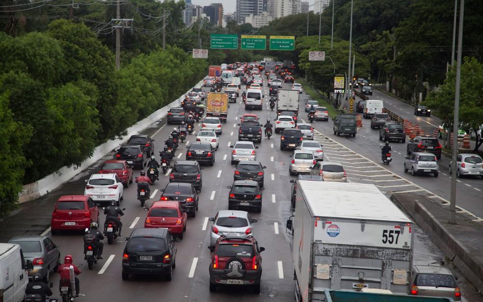 Trânsito na Marginal Pinheiros, em São Paulo  — Foto: Uriel Punk/Futura Press/Estadão Conteúdo