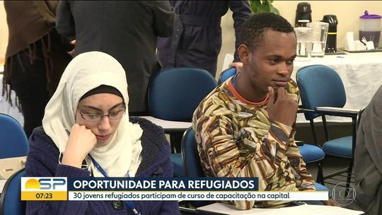 Grupo de jovens refugiados faz curso de capacitação profissional em SP