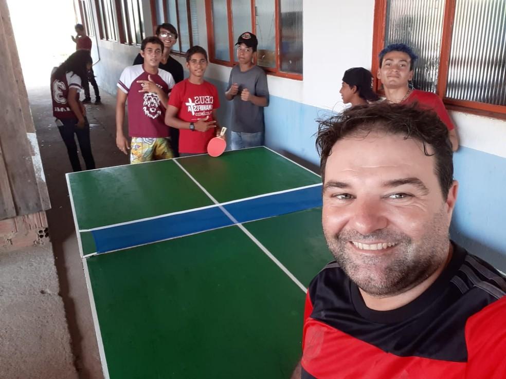 Ideia partiu do diretor da escola que também é professor de educação física — Foto: Fábio Marcelo Vás/Arquivo pessoal