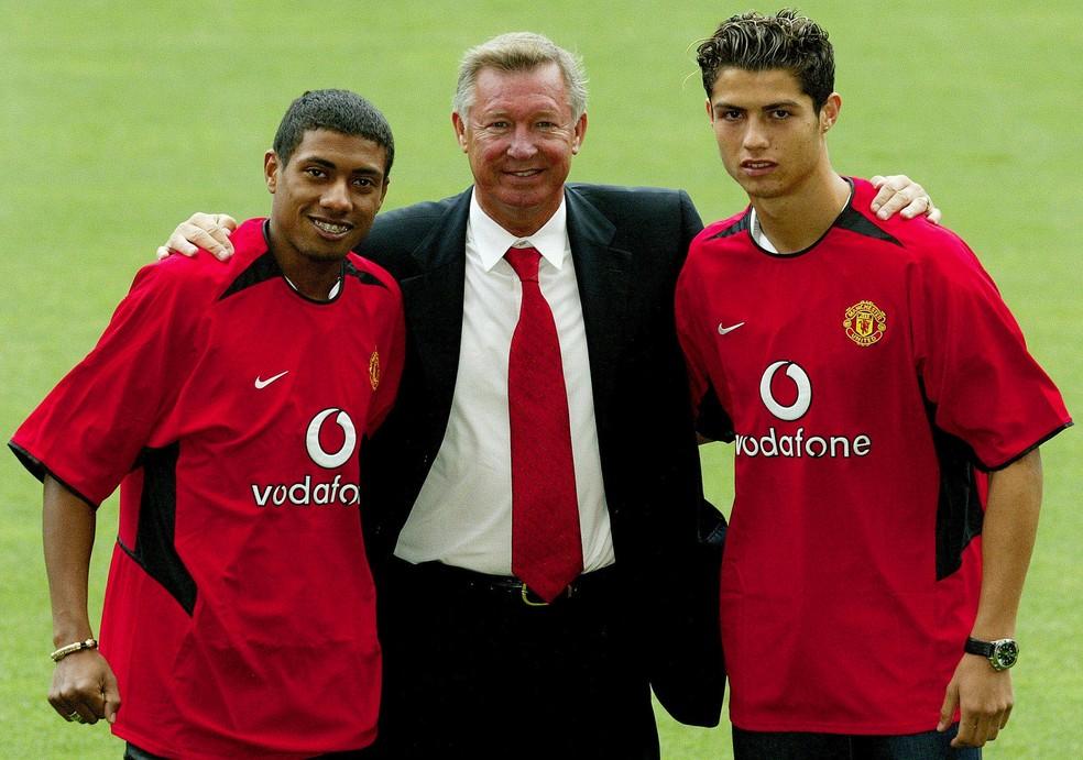Kleberson, Alex Ferguson e CR7: os dois jogadores foram apresentados juntos no United, e o português era o coadjuvante — Foto: Reuters