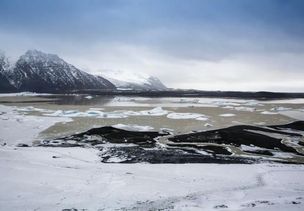 A geleira de Vatnajoekull, que está derretendo por causa das altas temperaturas (Foto: Thomas Imo/Photothek via Getty Images)