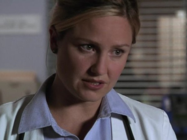 """Sherry Stringfield, hoje com 51 anos, interpretou a doutora Susan Lewis em """"ER"""" 142 episódios entre 1994 a 2009 (Foto: Divulgação)"""