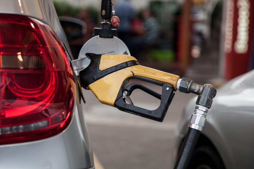 Consumidor potiguar é o que mais gasta na região Nordeste para abastecer veículo com gasolina ou etanol — Foto: Marcelo Brandt/G1
