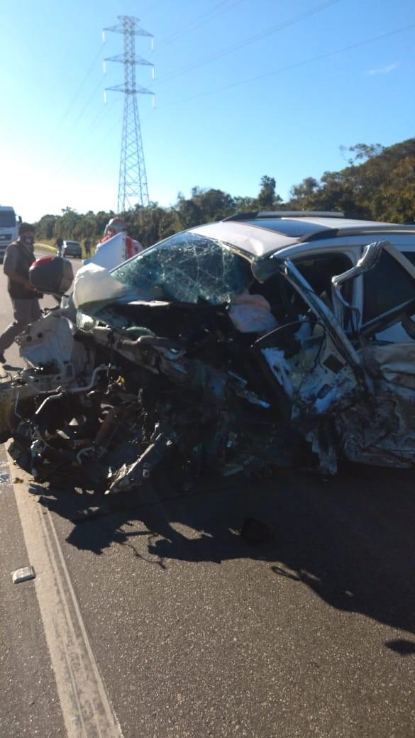 Acidente entre caminhão e dois carros deixa um morto em Peruíbe, SP