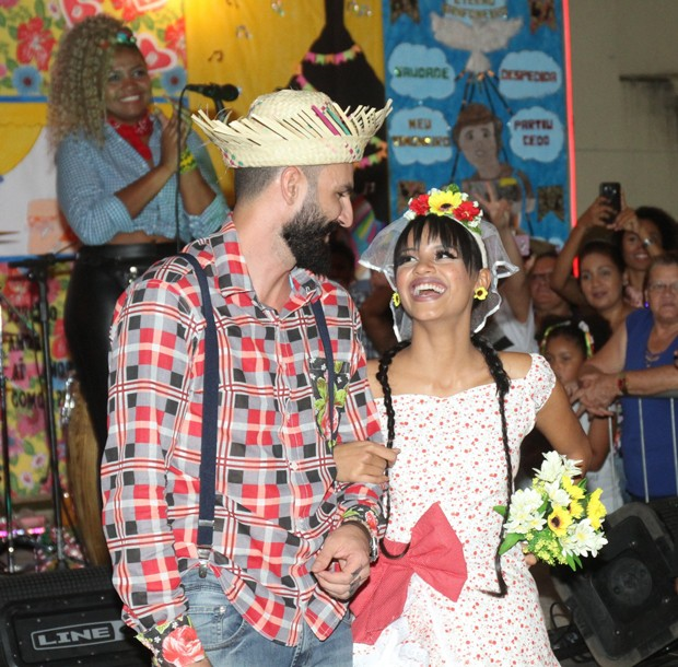 Gleici e Wagner em festa junina (Foto: Daniel Delmiro AG NEWS)