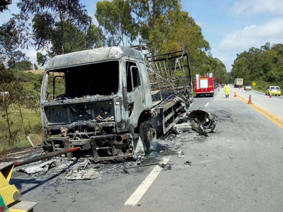 Trecho da BR-040 teve alterações no tráfego durante ações dos Bombeiros — Foto: Corpo de Bombeiros/Divulgação