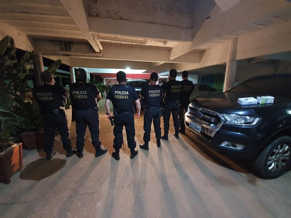 Agentes cumprem mandados de busca e apreensão em quatro estados — Foto: PF/Divulgação