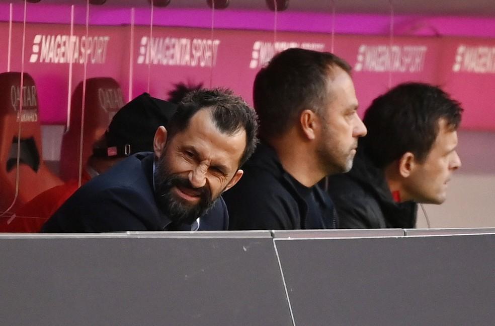 Hasan Salihamidzic e Hansi Flick entraram em rota de colisão no Bayern de Munique — Foto: Sven Hoppe/picture alliance via Getty Images