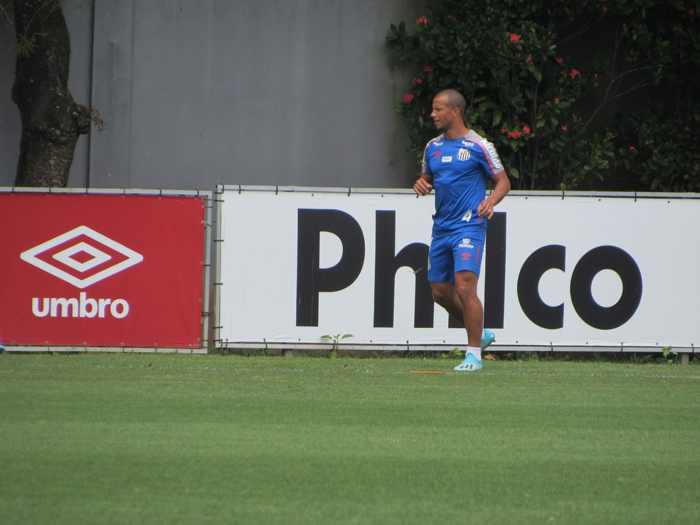 Sánchez em treino do Santos nesta sexta-feira — Foto: Caíque Stiva