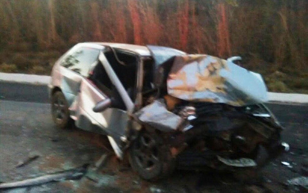 Veículo ficou destruído com batida no oeste da Bahia (Foto: Matuzalem Guimarães / Info São Desidério)