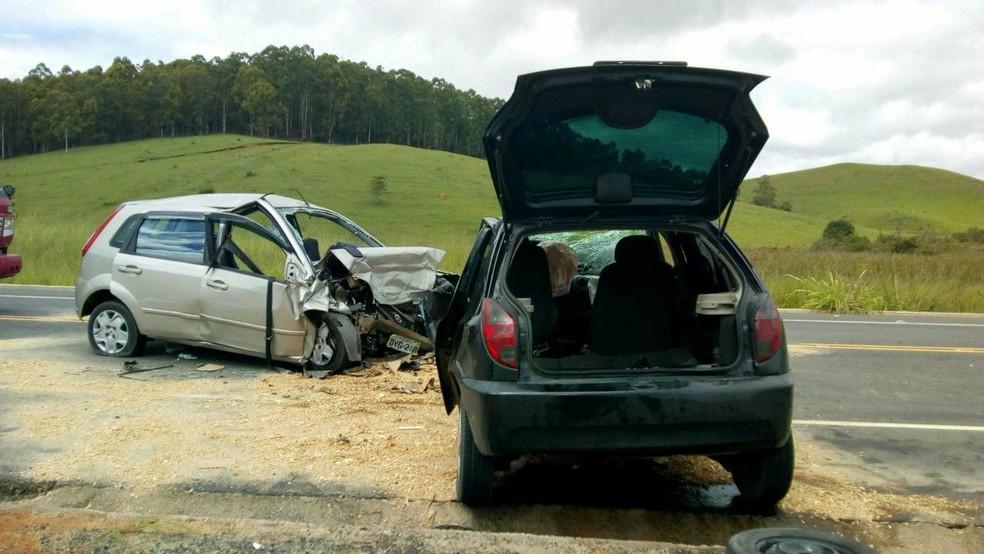 Duas pessoas morrem em acidente na ALMG-3085 em Coronel Pacheco (Foto: PMR/ Divulgação)