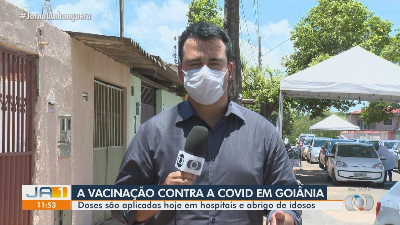 Doses da CoronaVac são aplicadas em hospitais e abrigo de idosos de Goiânia