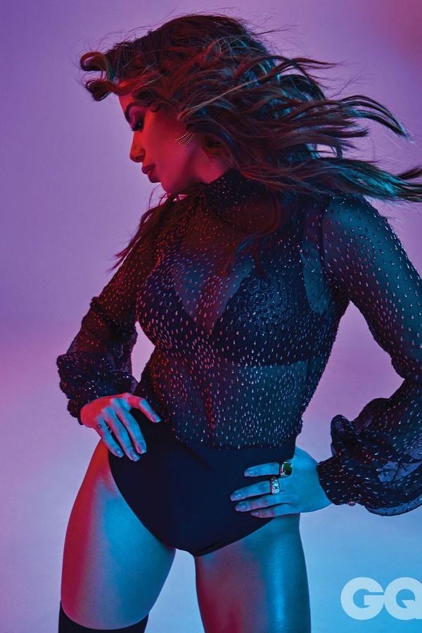 Anitta em ensaio para a GQ México  (Foto: Matallana)