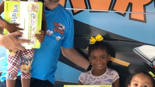 Projeto social 'Tô indo livro' leva leitura e educação a comunidades carentes