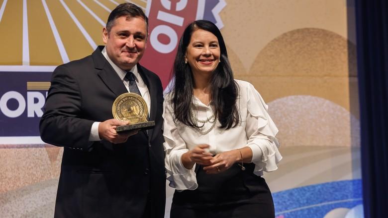 Fertilizantes: Yara Brasil | Cleiton Vargas, Vice-Presidente de Nutrição de Plantas da Yara Brasil, e Grace Maria Fernandes Mendonça (Foto: Alexandre Di Paula/Ed. Globo)