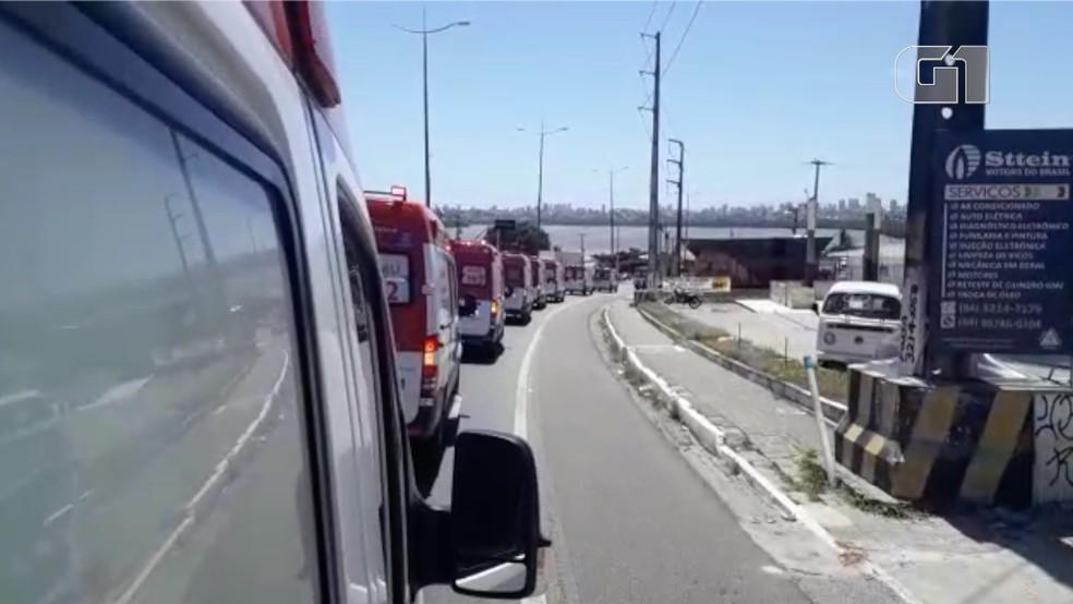 Cortejo com várias ambulâncias homenageou técnica do Samu morta na última segunda-feira (11) — Foto: Reprodução/Inter TV Cabugi