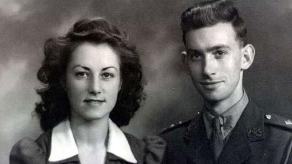 Casamento de Jean e George foi celebrado em 1942 no Reino Unido (Foto: Postmedia/Ottawa Citizen /BBC)