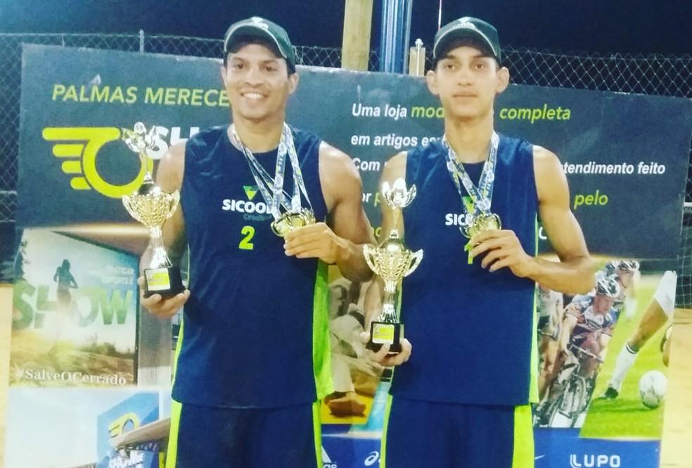 Campeões do Circuito Tocantins de Vôlei de Praia na categoria 20+ (Foto: FTV/Divulgação)