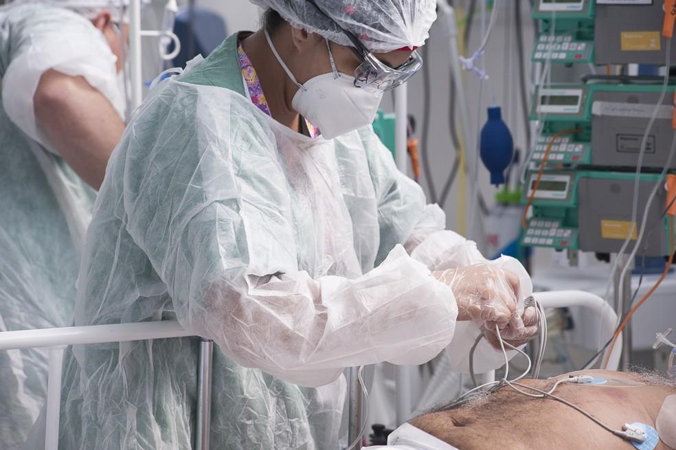 Leito de Unidade de Terapia Intensiva (UTI) contra Covid-19 do Hospital de Campanha Ame Barradas, montado em Heliópolis, na zona sul de São Paulo, nesta segunda- feira, 08 de março de 2021 — Foto: MISTER SHADOW/ASI/ESTADÃO CONTEÚDO