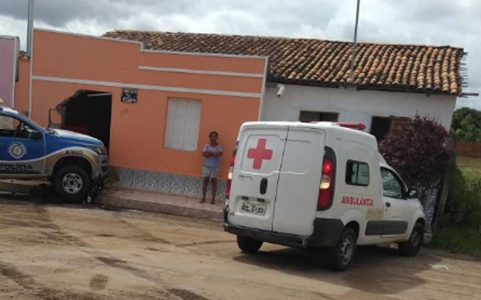 Idosa foi atropelada por viatura quando estava sentada na porta de casa na cidade de Iaçu, na Bahia — Foto: Divulgação/Polícia Civil