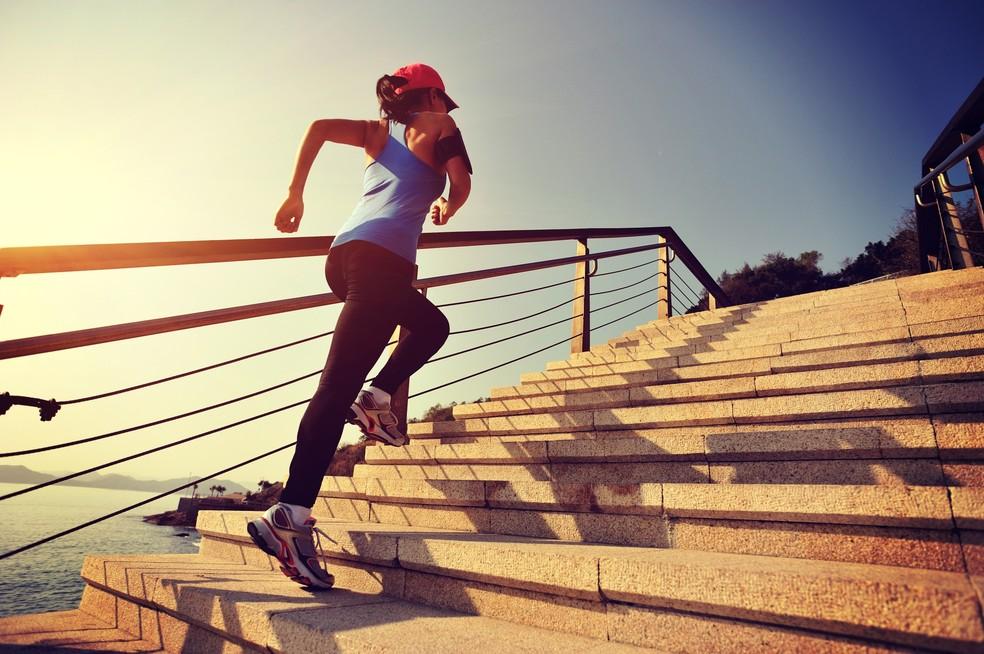 Subir escadas pode ser um bom treino para queimar calorias (Foto: iStock Photo)