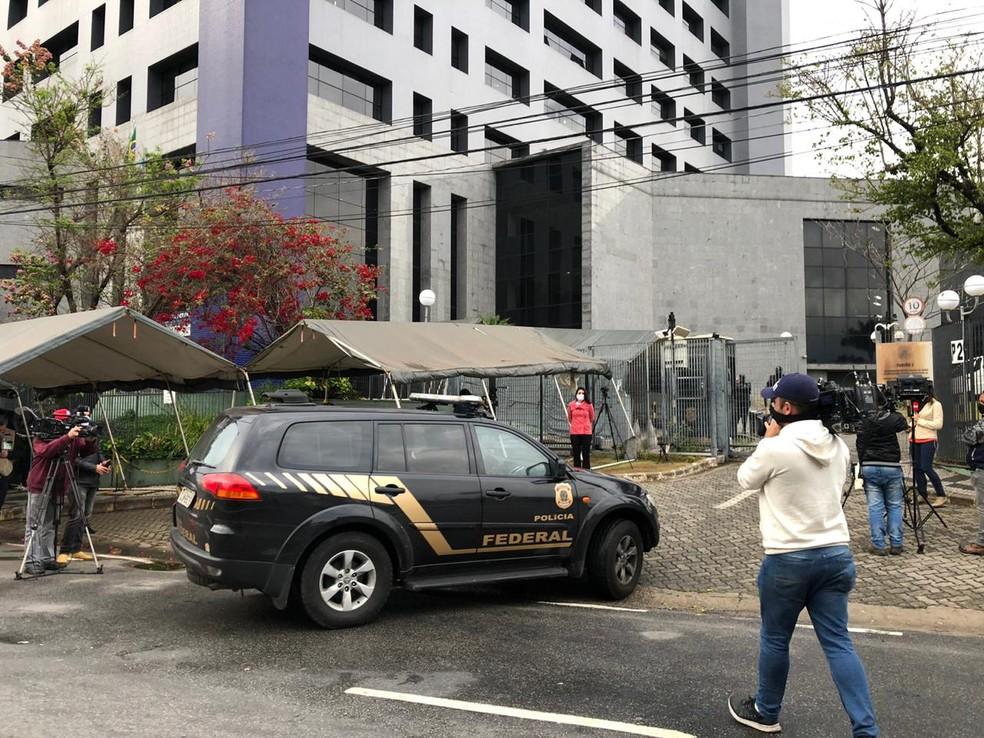 PF de SP cumpre 22 mandados de prisão e 60 de busca e apreensão — Foto: Vinicius Godoy/TV Globo
