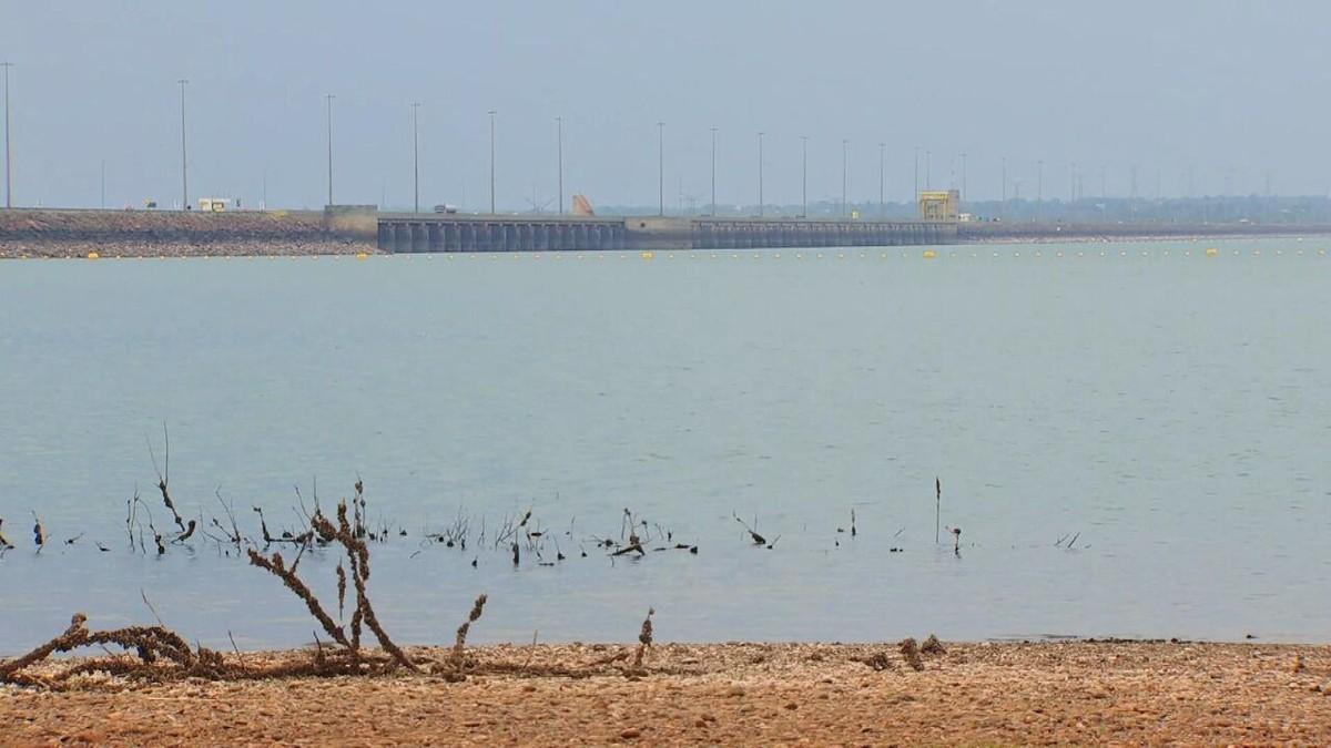 Rio Paraná, 2º maior da América do Sul, enfrenta uma das piores secas dos últimos 70 anos