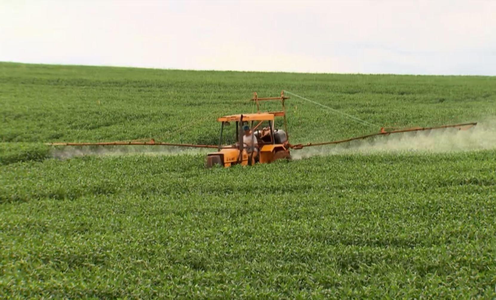 Governo autoriza mais 63 agrotóxicos, sendo 7 novos; total de registros em 2019 chega a 325 - Notícias - Plantão Diário