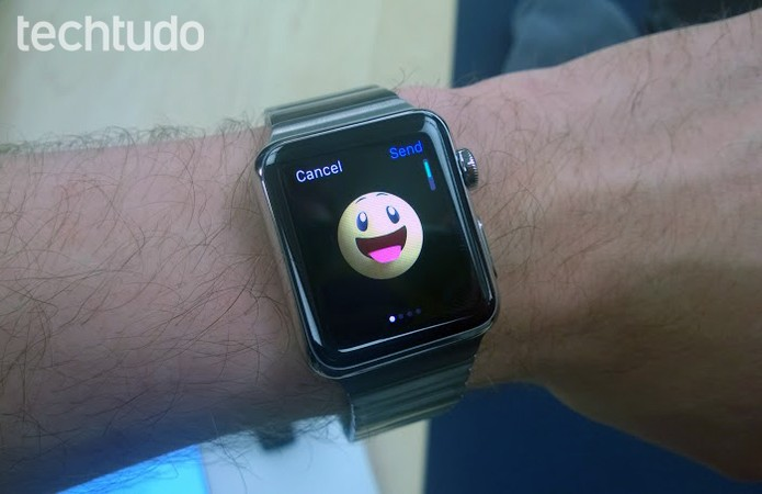 Tela do Apple Watch mostra emoji animado (Foto: Elson de Souza/TechTudo)