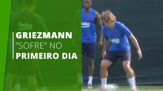 Griezmann é feito de bobo em primeiro treino no Barcelona: assista