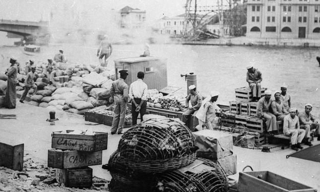 Batalhão recebe alimentos para abastecer tropas durante Intentona Comunista