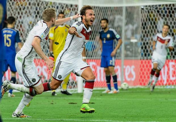 Mario Goetze comemora o primeiro gol da Alemanha durante final da Copa do Mundo FIFA de 2014 entre a Alemanha e a Argentina, no Maracanã (Foto: GettyImages)
