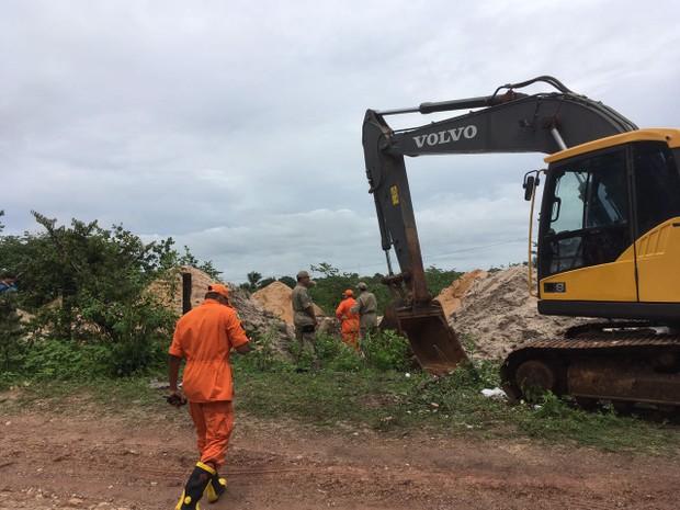 Polícia retoma retirada de corpo de advogado em sítio no Ceará (Foto: Wânyffer Monteiro/TV Verdes Mares)