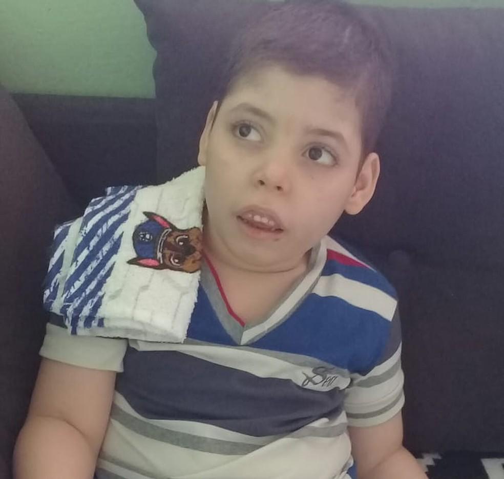 Davi sofria 30 convulsões por dia, mas após alergia passou a fazer tratamento sem canabidiol e crises reduziram para duas por dia (Foto: Arquivo da família)