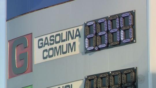 Em meio à falta de combustíveis, posto faz promoção de gasolina a R$ 2,34 em Varginha, MG