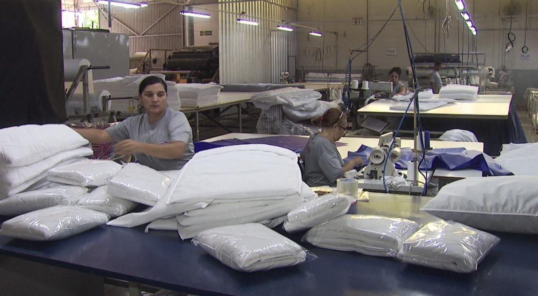 Indústrias que estavam paradas voltam a funcionar para ajudar no combate ao coronavírus