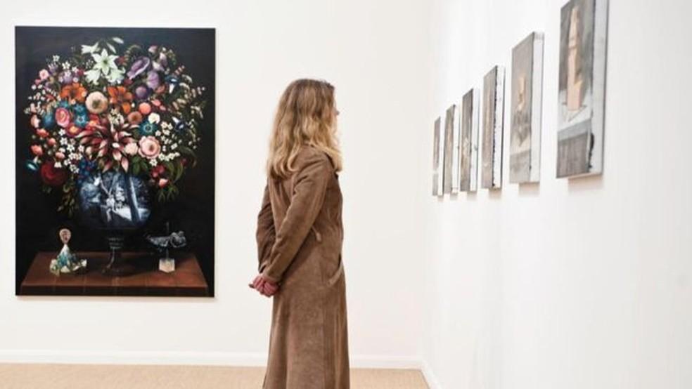 Pense em sua agenda menos como uma despensa onde cabe tudo, e mais como uma galeria de arte, onde existe uma curadoria. — Foto: Getty Images
