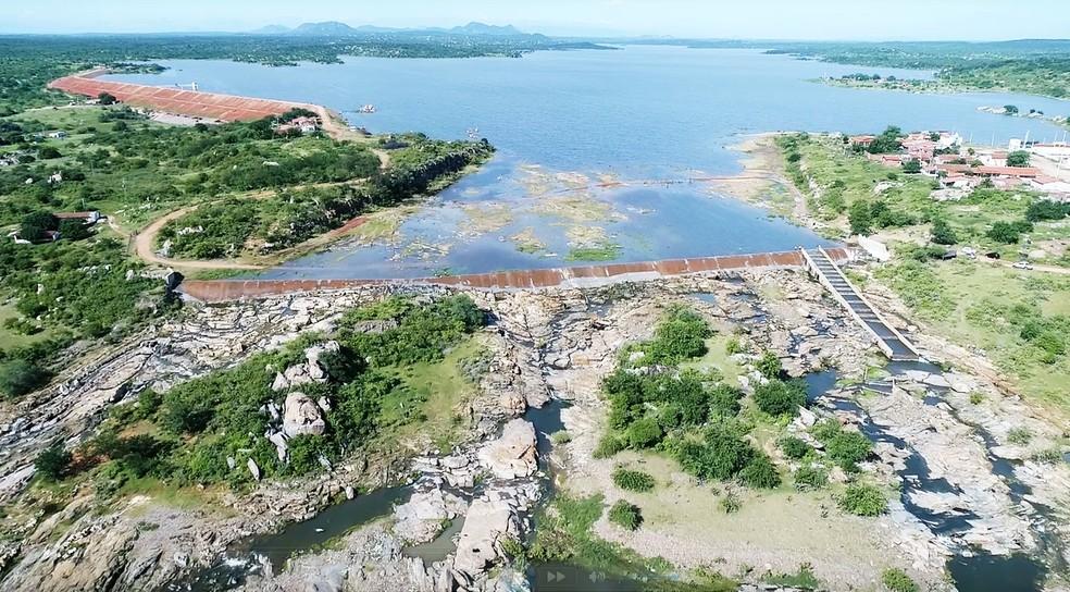 Com capacidade para quase 80 milhões de metros cúbicos de água, Açude Mendubim atingiu seu volume máximo — Foto: Bruno Andrade/BaDroneRN