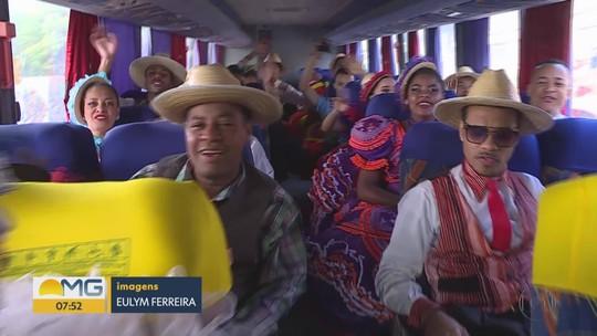 Ônibus percorre Belo Horizonte levando quadrilhas e diversão para os moradores
