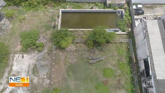 Obra do Compaz do Coque está abandonada e com focos de água parada