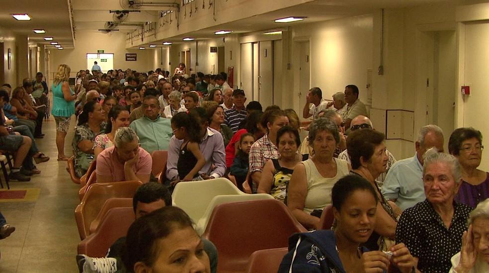 Sala de espera do Hospital das Clínicas de Ribeirão Preto — Foto: Valdinei Malaguti/EPTV